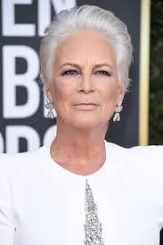 Jamie Lee Curtis Makes a Case For Ditching Dye With Her White Hair at the  Golden Globes | Jamie lee curtis hair, Jamie lee curtis haircut, Jamie lee