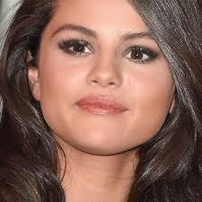 selena gomez eyelash extensions