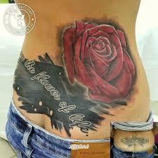 фото татуировки роза в стиле цветная надписи татуировки на