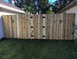 113 gated wooden fence