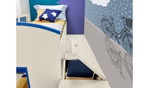 Questa linea prevede una composizione a ponte con letto singolo utilizzabile anche come comodo divano ed un secondo letto estraibile, perfetto per risolvere i problemi di spazio ridotto. Sfrutta L Angolo Per Arredare La Cameretta Casafacile