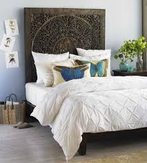 Fashionable Bedrooms With This Headboard Decorating Ideas
