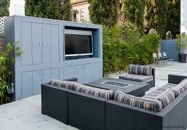 kitchen design entertaining includes: this design provides flexible entertaining space for large family gatherings or football viewing parties features include art studio outdoor kitchen