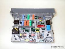 bmw fuses fuse boxes fuse box 6906622 ref 561 06 bmw 330i e90 saloon