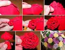 Простой цветок из гофрированной бумаги фото