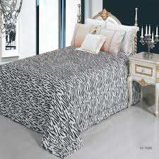 hot sale Warm Comfortable thick bedspreads quilt in bedding set ... & hot sale Warm Comfortable thick bedspreads quilt in bedding set 220 * 240cm  satin bed linen bedspreads duvet cover King size-in Bedspread from Home &  Garden ... Adamdwight.com