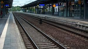 Offen ist noch, wann es zum streik kommen könnte. Deutsche Bahn Gdl Stellt Weichen Auf Streik Bahn Attacke Auf Das Ganze Land Wirtschaft Bild De