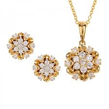 daisy diamond pendant set