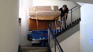 Wird die treppe oft benutzt, eignet sich eine raumspartreppe oder eine geschosstreppe. Klavierumzug Klaviertransporte Uber Treppen Mit Pianoplan 600j Youtube