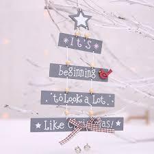 Großhandel Holz Weihnachts Anhänger Weiß Grau Buchstaben Weihnachten Türbehänge Anhänger Christbaumschmuck Home Party Dekoration Von Liujg2004 201