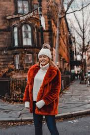 fall outfit in new york city wearing a red faux fur coat parker smith jeans