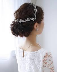 ウエディングドレス姿をより素敵にするトレンドの髪型30選feely