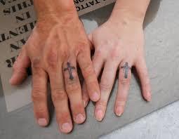 значение наколки надписи на пальце значение тюремных татуировок на