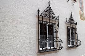 Fenstergitter Befestigen So Wird Ihr Fenster Sicher Focusde