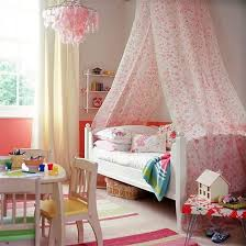 Girls bedroom decorating with canopy bed and pink colors