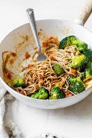 10 minute soba noodle veggie stir fry