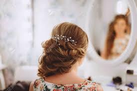 花嫁の装飾編組エレガントな結婚式花嫁の髪型で銀色の髪飾り