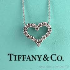 description pendant in platinum with round brilliant diamonds