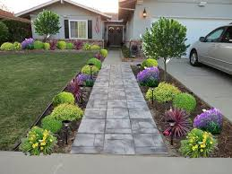 Low Maintenance Front Yard Landscaping | front-yard-landscaping - this  looks just like