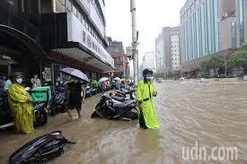 說明:臺北市淹水模擬 淹水深度:0.0~0.3 公尺 淹水深度:0.3~1.0 公尺 淹水深度:1.0~3.0 公尺 淹水深度:>3.0 公尺 近五年淹水調查位置(點) 說明 D3vomdhzsesp M