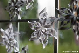 paper snowflakes 3d making 3 d paper snowflakes