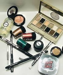 this evening work is like dipping your toe into the wonderful world of make up it s essentially designed for anyone who wants to learn basic make up on