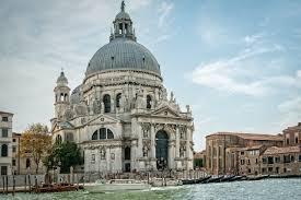 Venezia celebra la festa della Madonna della Salute - Marive Transport
