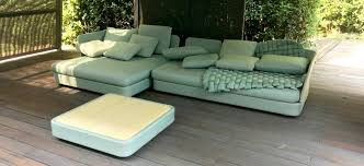 vita di lusso showroom paola lenti garden sofa