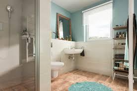 Modernes Badezimmer Mit Fliesen In Holzoptik Dusche Ebenerdig
