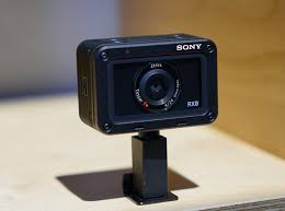 sony 850 100 camera. alongside the one-inch sensor is a fixed wideangle zeiss tessar t* 24mm equivalent f/4 lens, which promises high resolution and minimal distortion. sony 850 100 camera 1