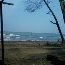 Dari jalur pantura hanya 10 menit menuju pantai ini. Photos At Pantai Sigandu Batang Jawa Tengah