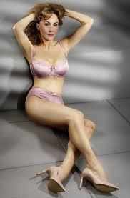 Lingerie mature model pic