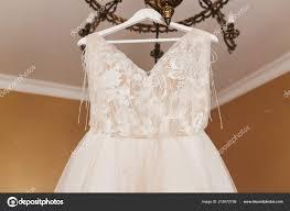 Stilvolle Hochzeitskleid Modernes Brautkleid Hängen