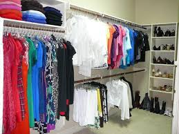 how to organize clothes in walk in closet