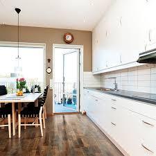 River Road Oak Textured Laminate Floor. Medium Oak Wood Finish, 8mm 1 Strip