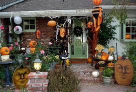 House Decor For Halloween In Yard Using Scary Pumpkins And Black Leaves  Wreath Also Hanging Creepy