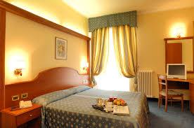 Arredamento Toscano Foto : Arredo contract camere alberghi stile classico e mobili in ciliegio