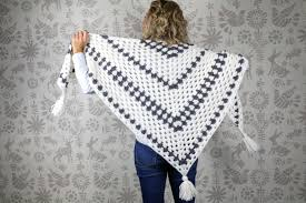 Free Shawl Crochet Patterns Simple Newsprint Crochet Granny Stitch Shawl Free Pattern From Make Do Crew