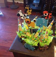 Jungle theme baby shower centerpiece   Baby shower centerpieces, Baby  shower cake decorations, Luxury baby shower