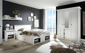Coole Deko Ideen Schlafzimmer Klein Eng Platzsparend Bett Schlicht