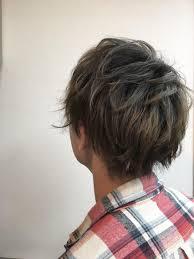 根元をあけて中間から毛先をブリーチしたメンズグラデーションカラー