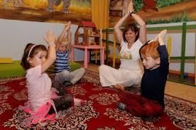 Kinder lernen ihren körper kennen