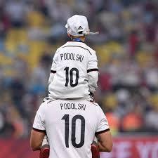 Jun 29, 2021 · lukas podolski 2020 im trikot des türkischen fußballclubs antalyaspor. Das Supertalent Lukas Podolski Bekommt Zwei Bekannte Mit Juroren Gala De