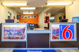 Motel Six We Ll Leave The Light On For You Motel 6 Mesa North Az Booking Com