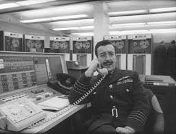 dr strangelove or how i learned to stop worrying and love the  english peter sellers as group captain lionel mandrake in stanley kubrick s 1964 film dr
