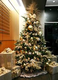gold-christmas-tree-decorating-ideas