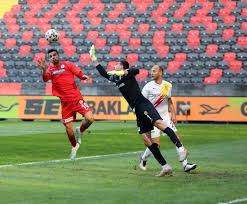 Gaziantep FK - Yeni Malatyaspor maçında 4 gol, 2 kırmızı kart