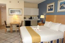 Hotel Rooms Suites In Clearwater Beach Fl Chart House Suites