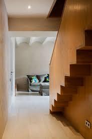 Treppenhaus aus Holz - Attraktive Eiche & Lehm für die Wände