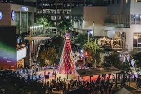 Downtown Chandler Christmas Tree Lighting Holiday Events In Phoenix Zoolights Glendale Glitters